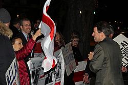 Пикет у белорусского посольства в Вашингтоне
